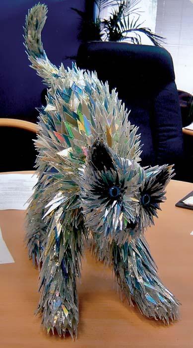 Γλυπτά ζώων από σπασμένα CDs (6)