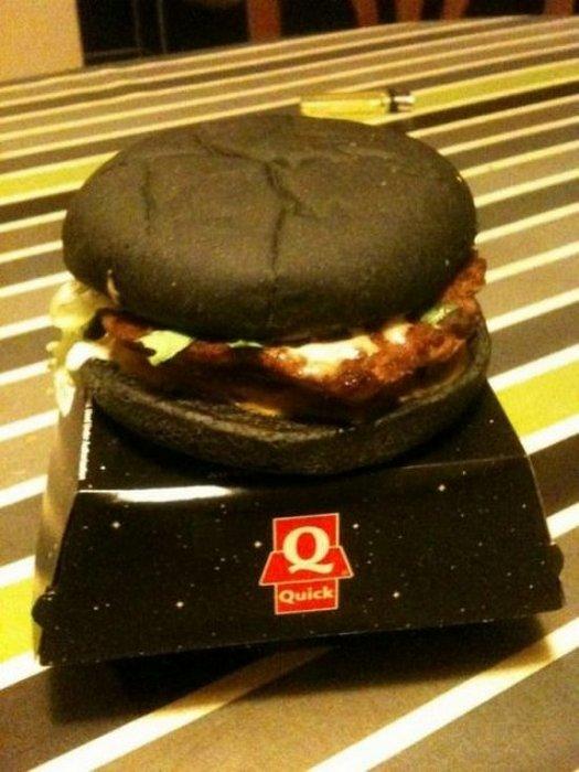 Θα δοκιμάζατε ποτέ μαύρο burger; (3)