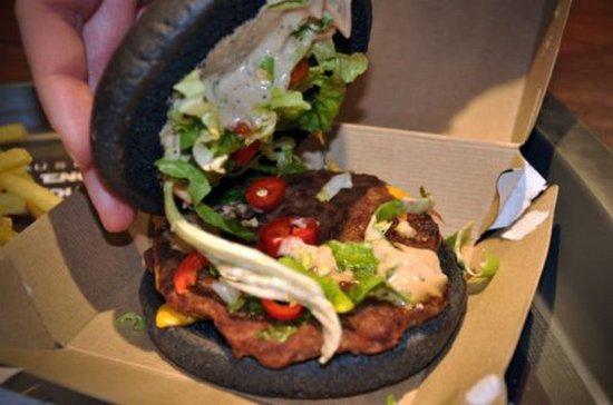 Θα δοκιμάζατε ποτέ μαύρο burger; (4)
