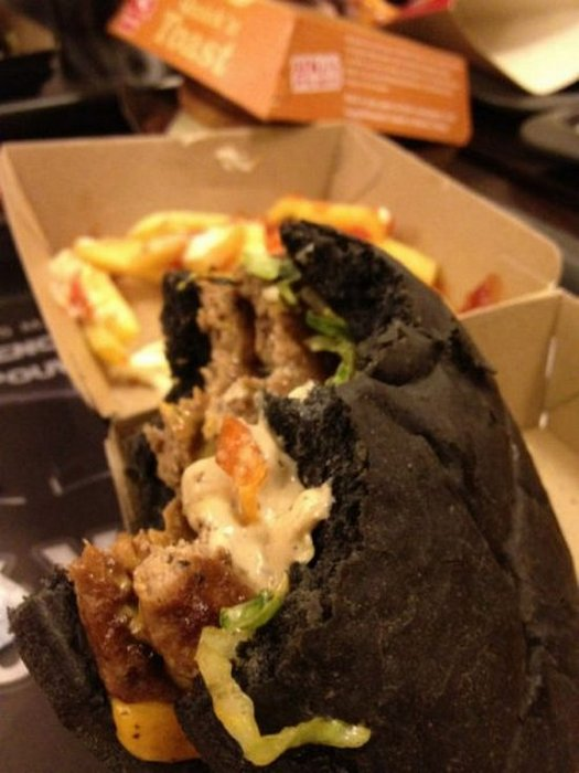 Θα δοκιμάζατε ποτέ μαύρο burger; (5)
