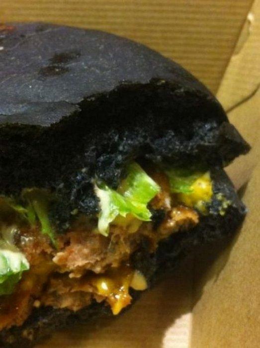Θα δοκιμάζατε ποτέ μαύρο burger; (6)