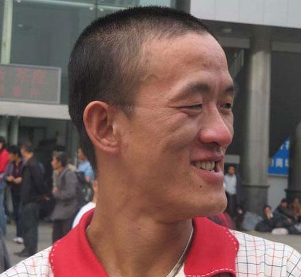 Ο άνδρας που μπορεί να δαγκώσει τη μύτη του (1)