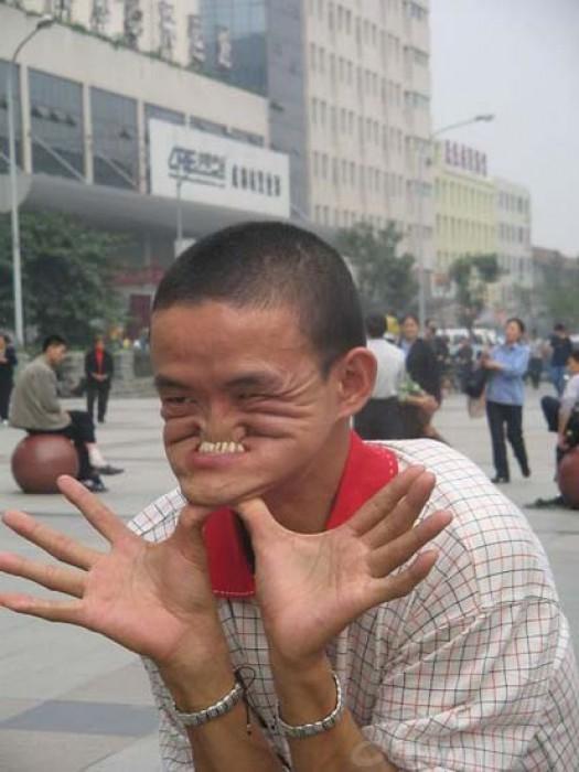 Ο άνδρας που μπορεί να δαγκώσει τη μύτη του (4)