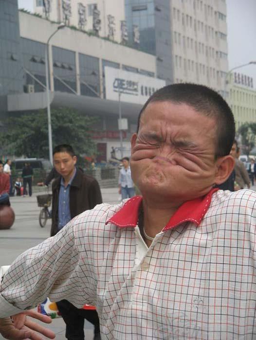 Ο άνδρας που μπορεί να δαγκώσει τη μύτη του (5)