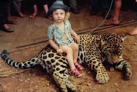 Σοκαριστικές εικόνες με παιδιά και επικίνδυνα ζώα (3)