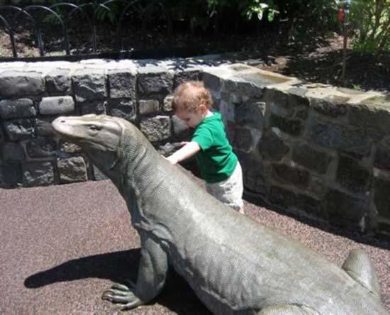 Σοκαριστικές εικόνες με παιδιά και επικίνδυνα ζώα (11)