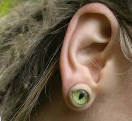 Παράξενα σκουλαρίκια (5)
