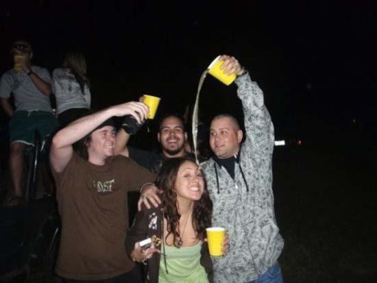 Φωτογραφίες από πάρτι τραβηγμένες την κατάλληλη στιγμή (7)