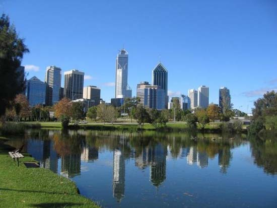 10 πανέμορφες πόλεις καθρεφτίζονται στο νερό (8)