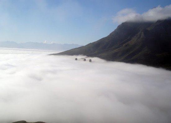Πόλεις στα σύννεφα (2)