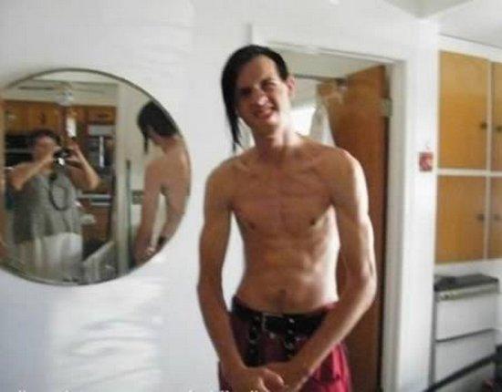 «Σκληροί» τύποι με ξεκαρδιστικό φόντο (10)