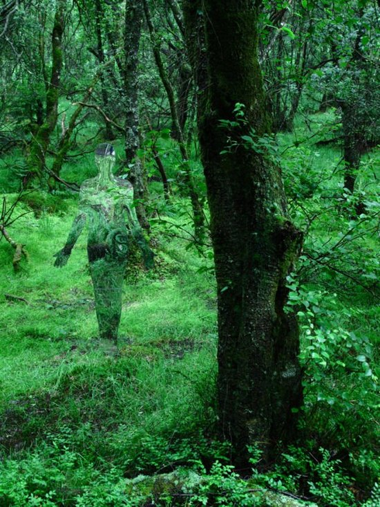 Τρομακτικά γλυπτά μέσα στο δάσος (4)
