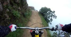 Η πιο τρομακτική διαδρομή με ποδήλατο στις Άνδεις (Video)