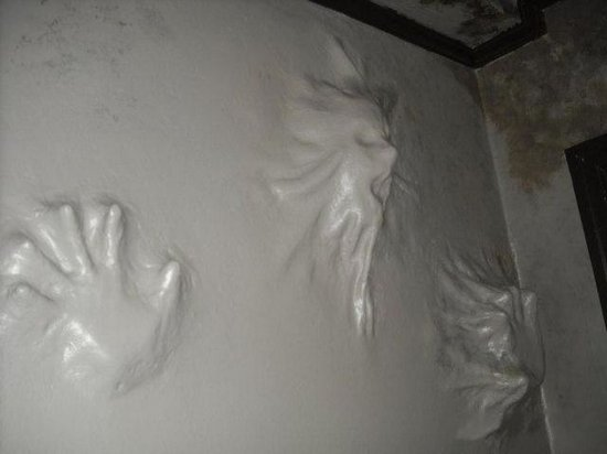Ανατριχιαστική διακόσμηση τοίχων (1)