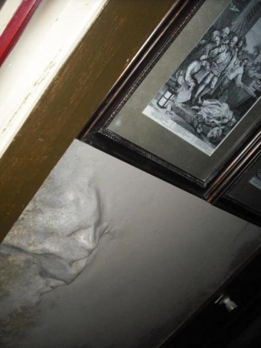 Ανατριχιαστική διακόσμηση τοίχων (6)