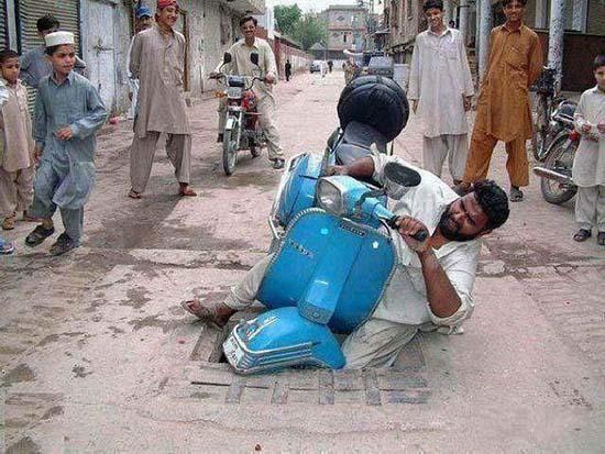 Άνθρωποι που αντί να βοηθήσουν... έπιασαν την φωτογραφική μηχανή! (4)