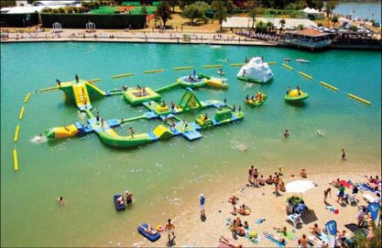 Εκπληκτικά φουσκωτά water parks (1)