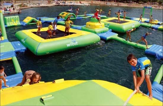 Εκπληκτικά φουσκωτά water parks (10)
