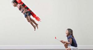 Δημιουργικός πατέρας φωτογράφος βγάζει εκπληκτικές φωτογραφίες με τις κόρες του