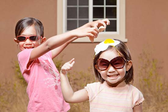 Δημιουργικός πατέρας φωτογράφος βγάζει εκπληκτικές φωτογραφίες με τις κόρες του (26)