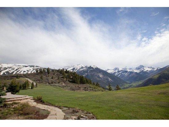 Εντυπωσιακή έπαυλη στο βουνό (16)