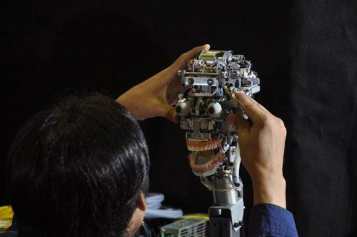 Γυναίκα ρομπότ που μοιάζει σχεδόν αληθινή (2)