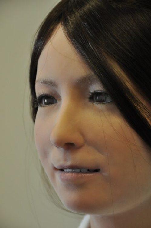 Γυναίκα ρομπότ που μοιάζει σχεδόν αληθινή (5)
