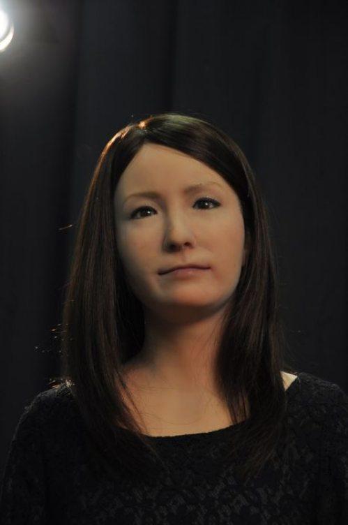Γυναίκα ρομπότ που μοιάζει σχεδόν αληθινή (7)