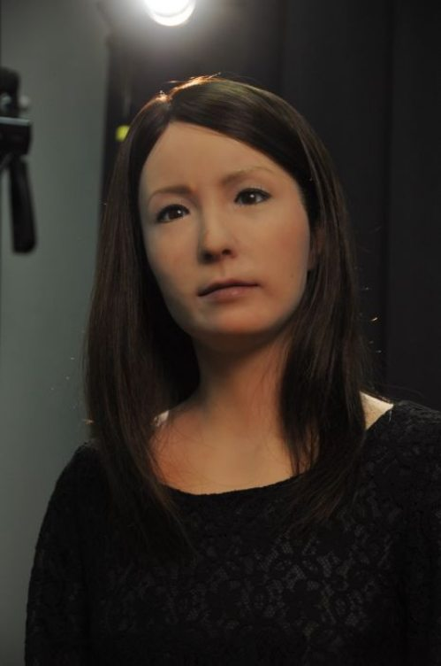 Γυναίκα ρομπότ που μοιάζει σχεδόν αληθινή (9)