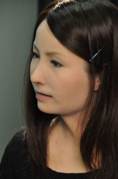 Γυναίκα ρομπότ που μοιάζει σχεδόν αληθινή (10)