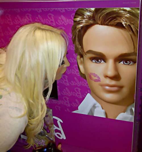 Laura Catherine Vinicombe: Το κορίτσι «Barbie» (4)
