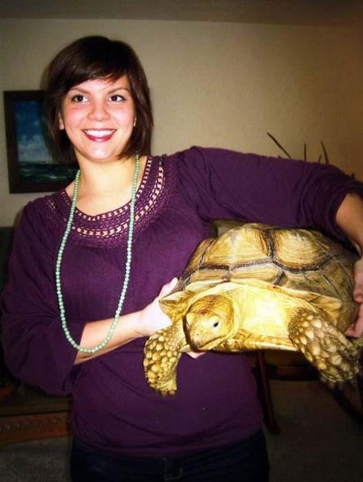 Ένα κορίτσι και η χελώνα της τότε και τώρα (2)