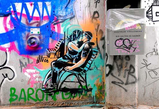 Ξεχωριστή τέχνη του δρόμου από την Alice Pasquini (2)