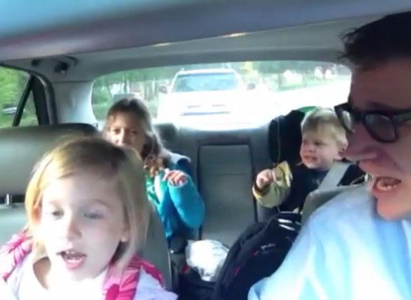 Τραγουδώντας Bohemian Rhapsody στη διαδρομή για το σχολείο
