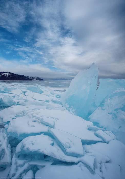 Παγωμένη λίμνη Baikal στη Σιβηρία (5)