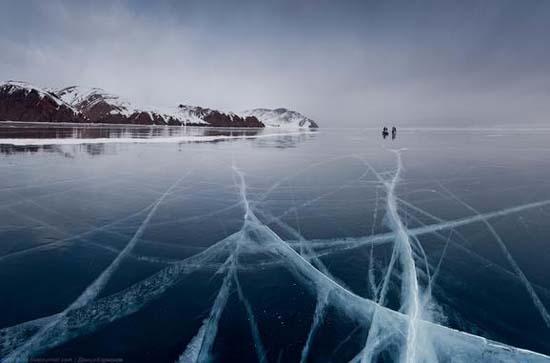 Παγωμένη λίμνη Baikal στη Σιβηρία (6)