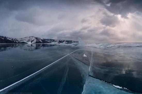 Παγωμένη λίμνη Baikal στη Σιβηρία (7)