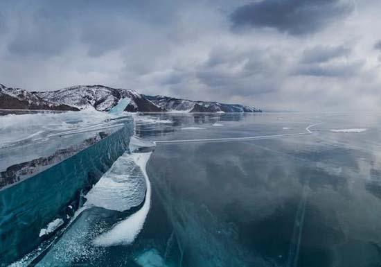 Παγωμένη λίμνη Baikal στη Σιβηρία (8)