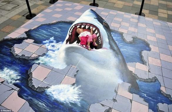 Βρέφος στα σαγόνια του καρχαρία   Φωτογραφία της ημέρας