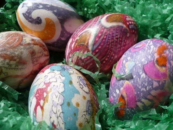 Βάψτε τα πασχαλινά αβγά χρησιμοποιώντας... γραβάτες! (14)