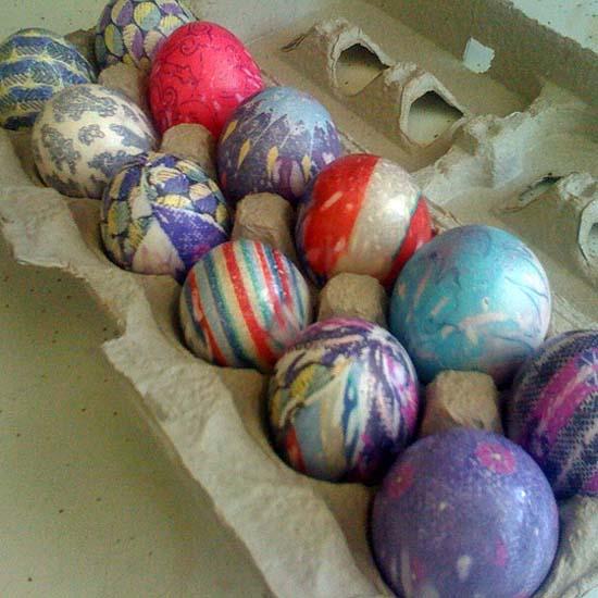 Βάψτε τα πασχαλινά αβγά χρησιμοποιώντας... γραβάτες! (18)