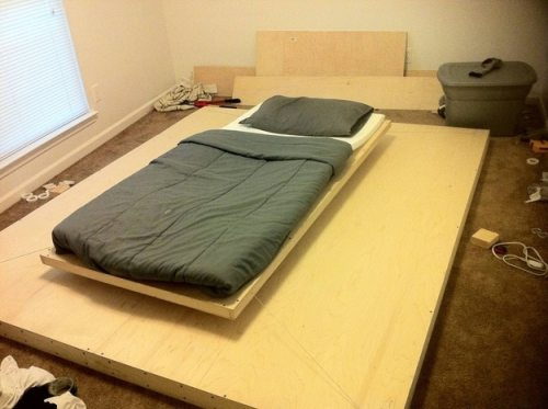 Πως να κατασκευάσετε ένα αιωρούμενο κρεβάτι με μαγνήτες (8)