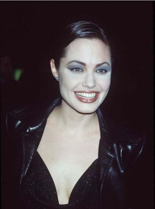 Τα διαφορετικά στυλ της Angelina Jolie από το 1998 μέχρι σήμερα (1)