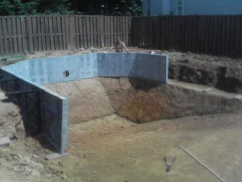 Έφτιαξε μόνος του πισίνα για το σπίτι του (15)