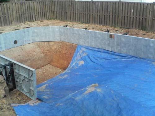 Έφτιαξε μόνος του πισίνα για το σπίτι του (16)