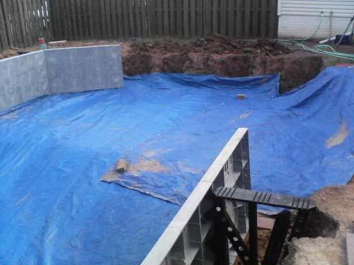 Έφτιαξε μόνος του πισίνα για το σπίτι του (17)