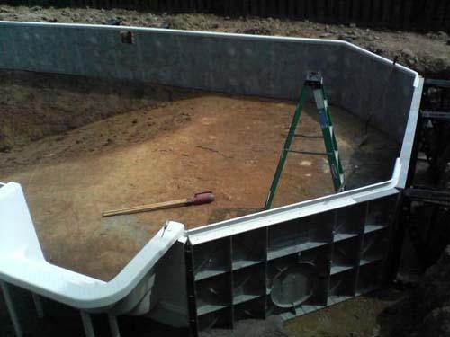 Έφτιαξε μόνος του πισίνα για το σπίτι του (18)