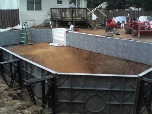 Έφτιαξε μόνος του πισίνα για το σπίτι του (19)