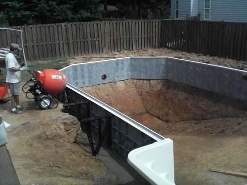 Έφτιαξε μόνος του πισίνα για το σπίτι του (20)