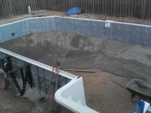 Έφτιαξε μόνος του πισίνα για το σπίτι του (21)
